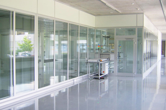 Cleanroom glass doors