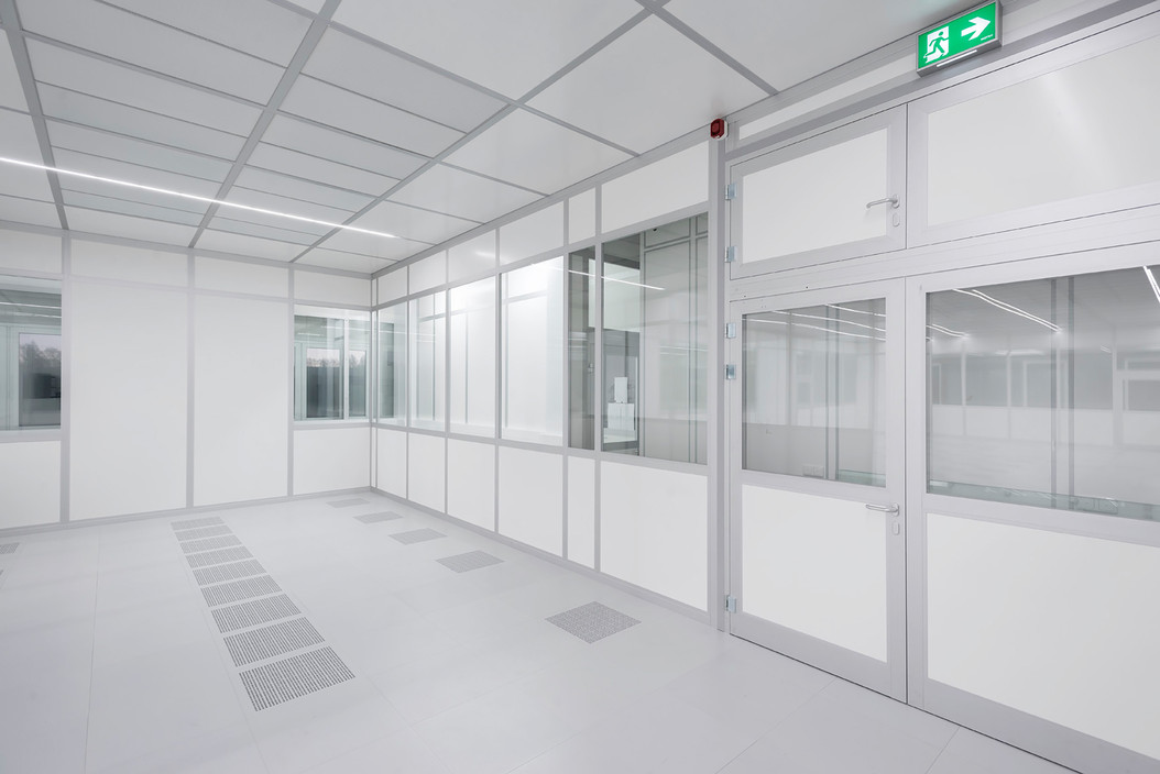Modular Cleanroom Ceiling Systems with Integrated LED Lighting ...